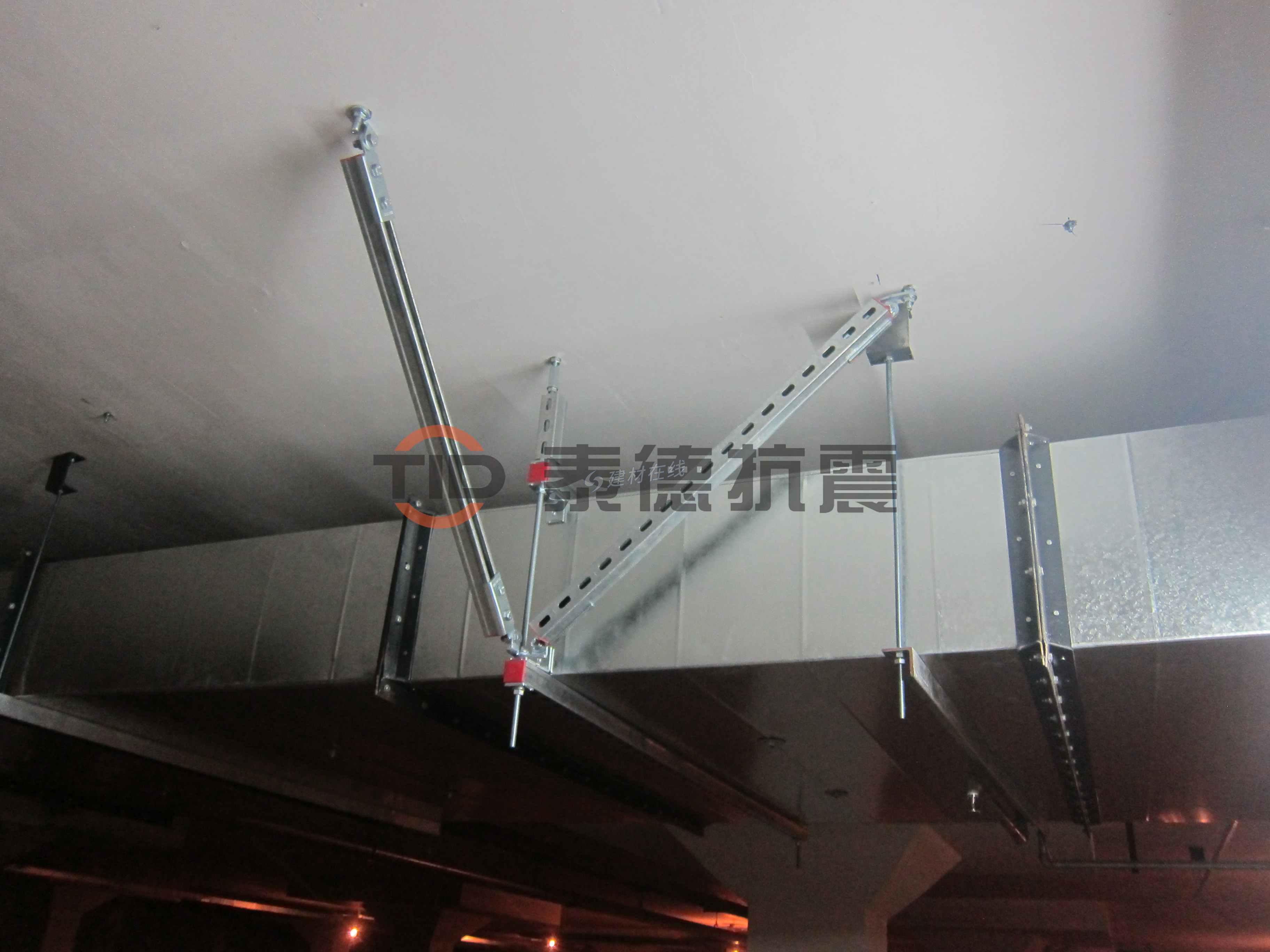 電纜橋架四向抗震支架(T+L)